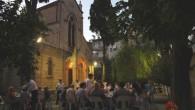Katolik Kilisesi bahçesinde iftar