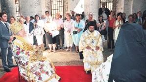 Başbakan Yardımcısı Arınç kiliselerin güvenliği için devreye girdi