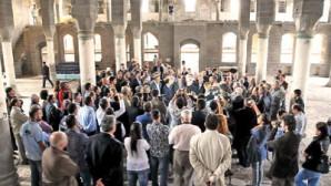 Surp Giragos'ta Dualar Barışa Dair