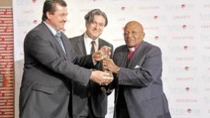 Anglikan Başpsikopos Desmond Tutu'ya Gülen Barış Ödülü
