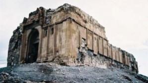 Aziz Bartholomeos Manastırı restorasyon bekliyor