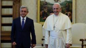 Ermenistan Cumhurbaşkanı Sarkisyan Papa'yla görüştü