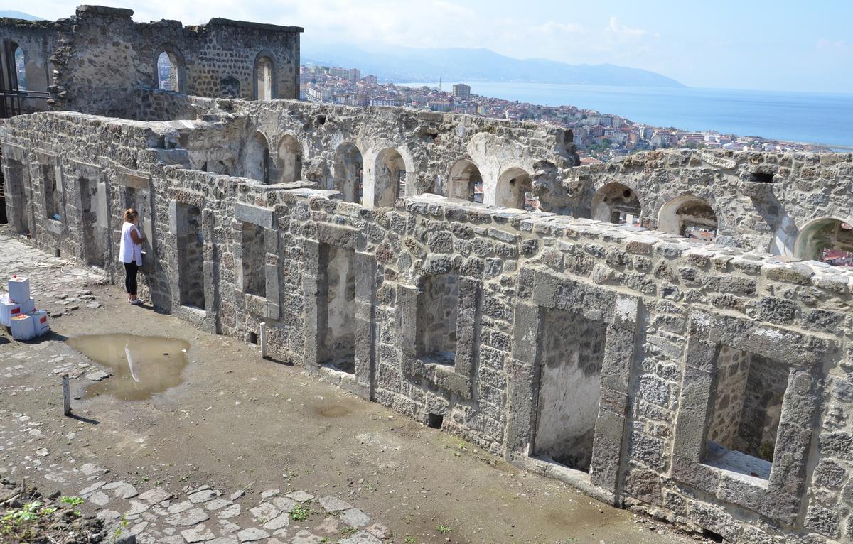 kizlar-manastiri.jpg