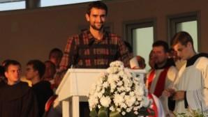 Şampiyon tenisçiye Hristiyan tarzı kutlama töreni