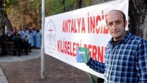 Antalya'da Noel'de İncil dağıtımına polis müdahalesi
