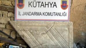 Kütahya'da tarihi vaftiz kürsüsünü çalmışlar