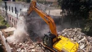 Tuzla Çocuk Kampı'nda yıkım tamamlanmadan durduruldu