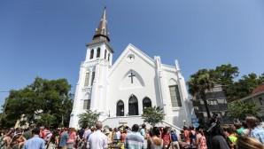 Saldırıya uğrayan kilise ibadete açıldı