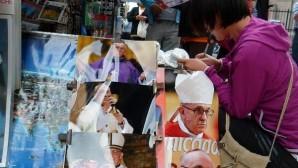 Papa'yı görmek  için dağıtılan biletler karaborsaya düştü
