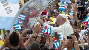 Papa'nın Küba gezisi heyecan yarattı