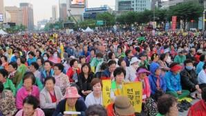 Koreli Gençler Barış İçin Sınırda Dua Etti