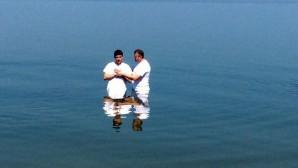 Bir Günde 12 Bin Kişi Vaftiz Oldu