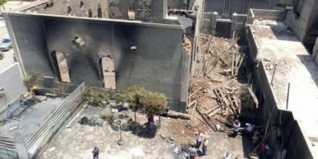 Mısır'da Kıpti Kilisesi Ateşe Verildi