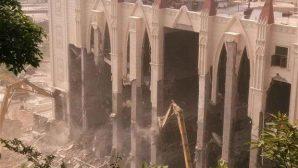 Kilise Yıkıntıları Arasında Dua Ettiler