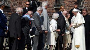 Papa Françesko, Polonya'da Auschwtiz toplama kampını ziyaret etti