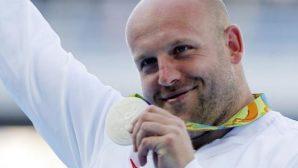 Olimpiyatlarda Kazandığı Madalyasını Satışa Çıkardı