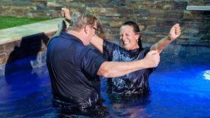 Kaliforniya'nın Mega Kilise'si Yaklaşık 45 Bin Kişiyi Vaftiz Etti