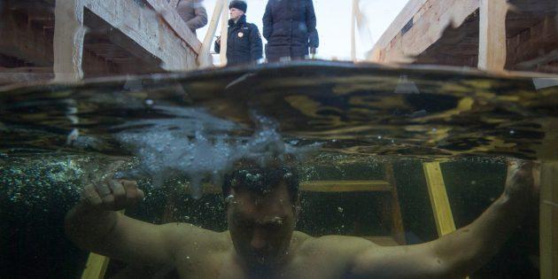 Epifani Bayramı'nda Buz Gibi Suya Girdiler