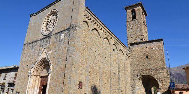 İtalya'da Tarihi Bazilika'nın Duvarı Çöktü