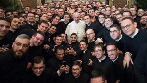 """""""Papa Françesko Etkisine"""" Rağmen Rahip Eksikliği Büyüyor"""