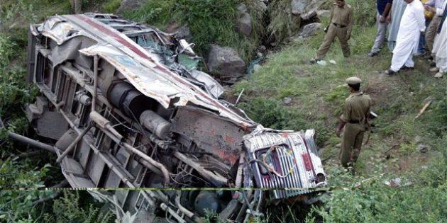 Kiliseye Giden 34 Kişi Otobüs Kazasında Öldü