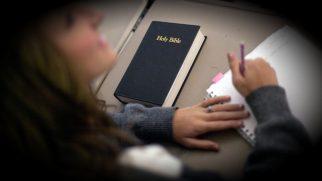 Gençlerin Kutsal Kitap'ı Yaşamlarının Bir Parçası Olması İçin Yardımcı Olacak Beş Yol!