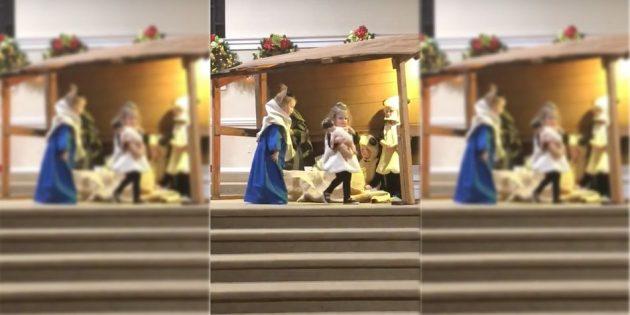 Çocukların Mesih'in Doğuşunu Canlandırdıkları Gösteri Milyonları Güldürdü