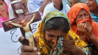 Pakistan'da Yüzlerce Hristiyan Aile Evlerini Terk Etti