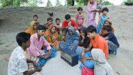 Kitap ve Radyo Programıyla Herkesin Kutsal Kitap'ı Okumasına Yardım Ediyor
