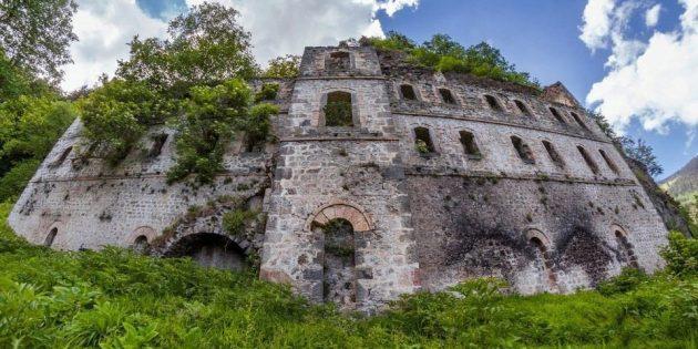 Harabeye dönen Vazelon Manastırı Restore Edilecek