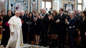 Papa'dan Gazetecilere Önemli Uyarılar