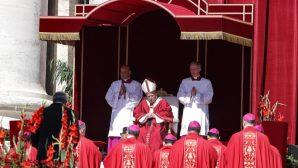 """Papa Françesko: """"İsa Mesih'in Yüceliğini Haçından Ayıramayız"""""""