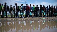 İspanya'da, Mülteciler Kalacak Yerleri Olmadığı İçin Futbol Sahalarına Yerleştirilmeye Başlandı