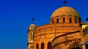 Mısır'da İmam ve Polis Kiliseyi Kurtardı
