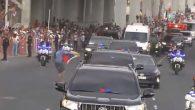 Elinde Venezuela Bayrağı Bulunan Bir Genç Papa Françesko'ya Ulaşmaya Çalıştı