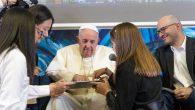 Papa Françesko Bilgisayar Kodu Yazan İlk Papa Oldu