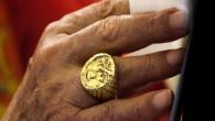 'Papa Neden Yüzüğünü Öptürmedi Tartışması'