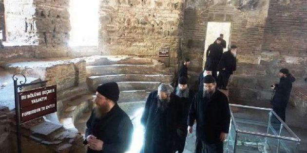 Yunanistan Ortodoks Kilisesi Ruhbanları, Ayasofya Orhan Camii'ni ziyaret etti