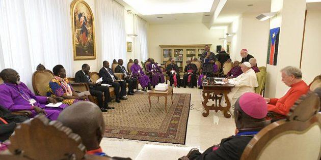 Papa Françesko Barış İçin Güney Sudanlı Liderlerin Ayağını Öptü