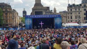 Binlerce Hristiyan, Pentikost Kutlaması'nda Trafalgar Meydanı'nı Doldurdu