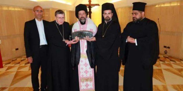 Papa Françesko, Aziz Petrus'un Kutsal Emanetlerini İstanbul Kilisesi'ne Armağan Etti