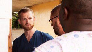 Ebola'dan Kurtulan Doktor Müjdeci Olarak Afrika'ya Dönüyor