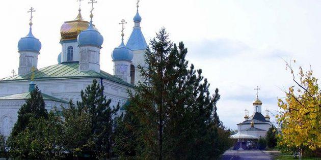 Ukrayna'da Manastır Kundaklandı