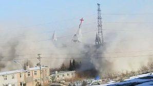 Çin'de İbadet Sırasında 3 Bin Kişilik Mega Kilise Yıkıldı
