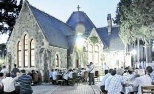 kilisede iftar sonrası namaz kılındı