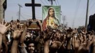 Pakistan'da Hristiyanlar bir çiftin idamını önlemek için sokağa çıktı