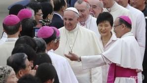 Papa'ya Güney Kore'de sevgi seli