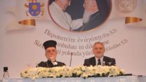 """Uluslararası Teolojik Diyalog Ortak Komisyonu Eş Başkanı Zizioulas: """"Bugünkü koşullarda ve bugünkü Papa'yla birliğe her zamankinden daha yakınız"""""""