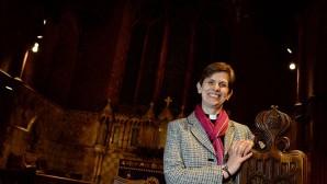 İngiltere Anglikan Kilisesi'ne ilk kadın piskopos atandı