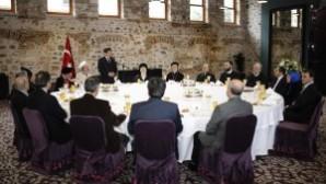 Başbakan Davutoğlu azınlık cemaatleri temsilcileriyle yemekte bir araya geldi